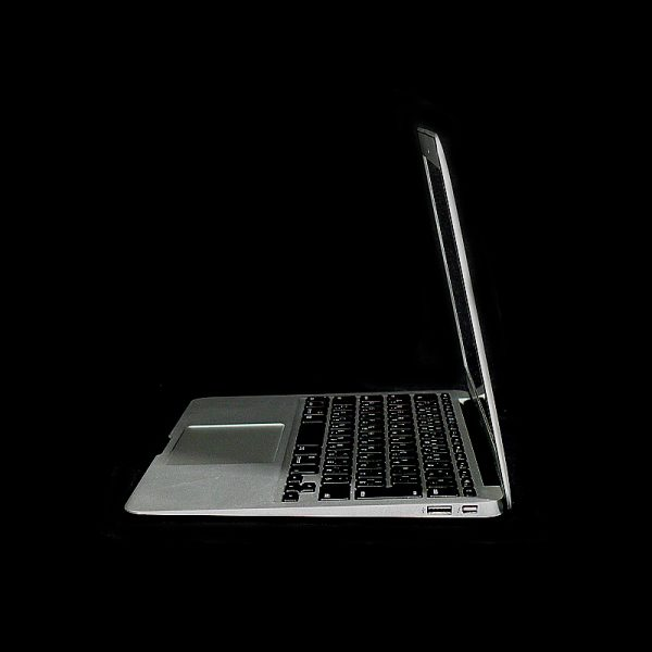 MacBook Air 11 inch mid 2012 MD224J/A サイド